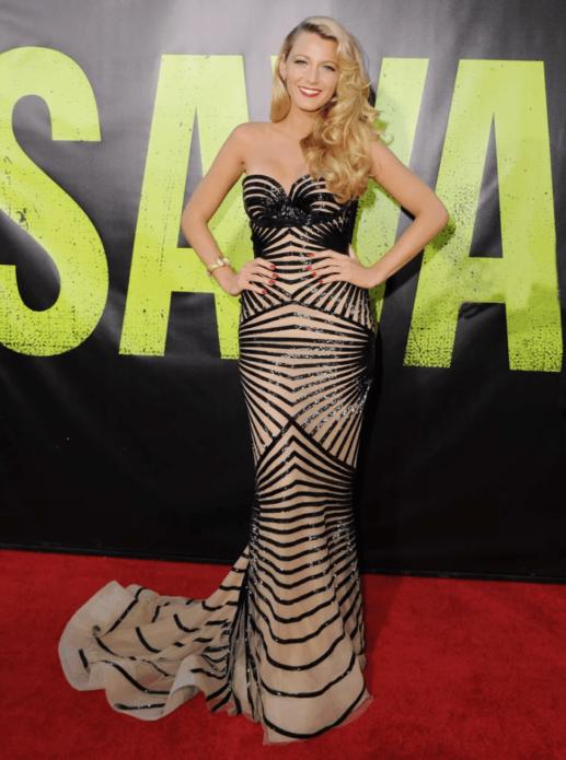 Блейк Лайвли в черно-бежевом блестящем платье