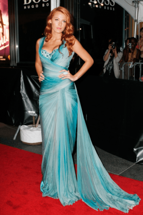 Блейк Лайвли в голубом шифоновом платье