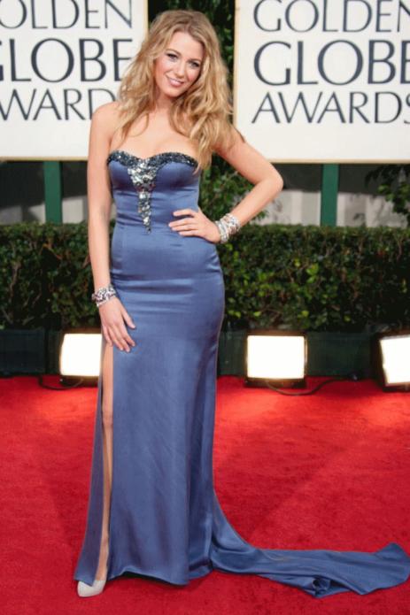 Блейк Лайвли в синем атласном платье с пайетками на груди