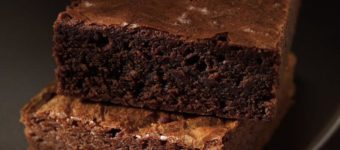 Классический «Брауни»: лучшие рецепты от Высоцкой и Оливера