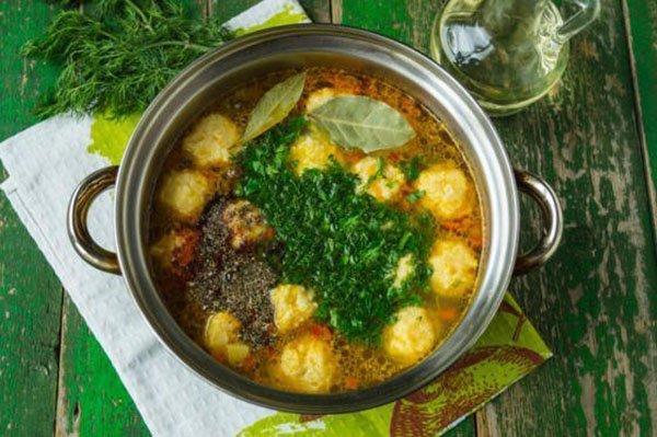 готовый суп с клёцками