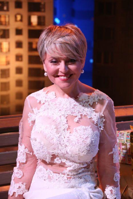 Анжелика Варум в белом платье