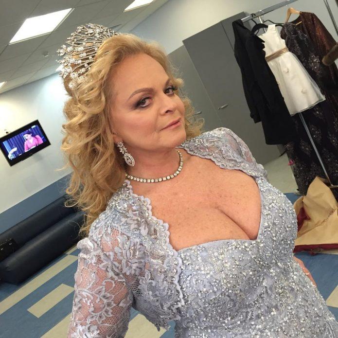 Лариса Долина в платье принцессы