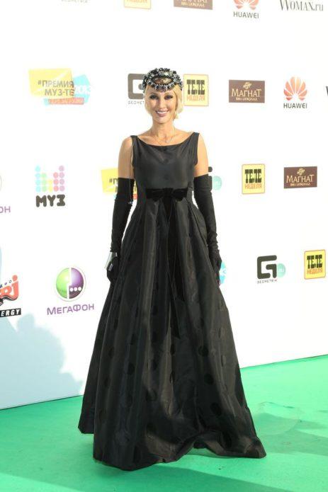 Лера Кудрявцева в чёрном платье