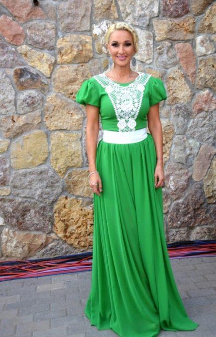 Лера Кудрявцева в зелёном платье