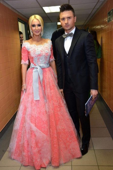 Лера Кудрявцева в розовом платье