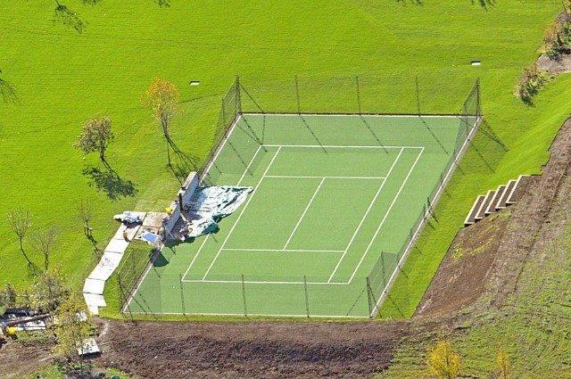 Дэвид и Виктория Бекхэм подарили сыну теннисный корт