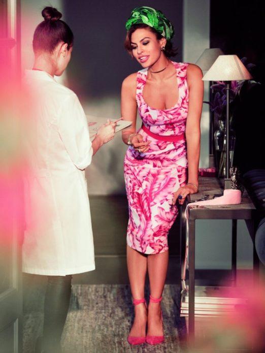 Ева Мендес в розовом платья с растительным орнаментом