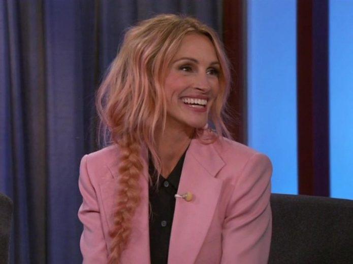 Джулия Робертс выкрасила волосы в розовый цвет