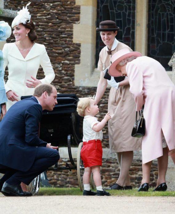 Принц Джордж в костюме отца