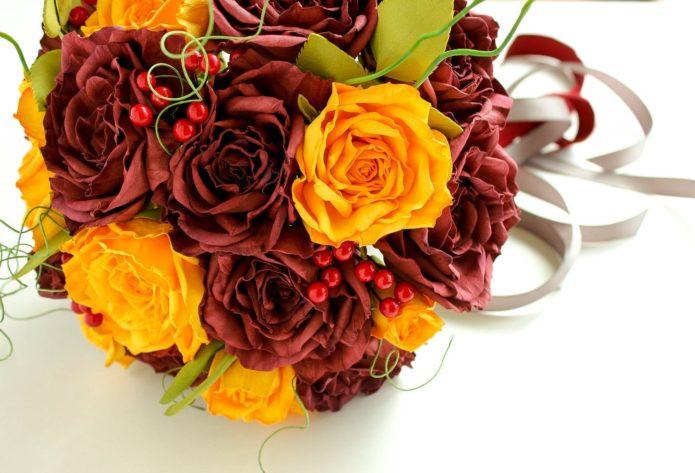 Букет в жёлто-бордовых цветах