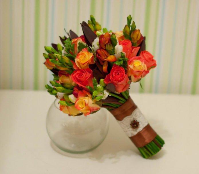 Букет с красными и жёлтыми розами