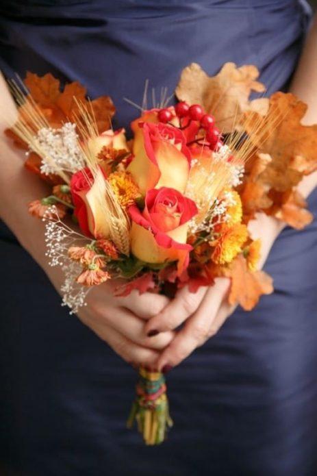 Букет с розами и листьями
