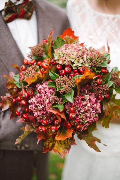 Букет с листьями и ягодами