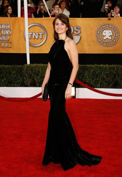 Пенелопа Крус в чёрном приталенном платье