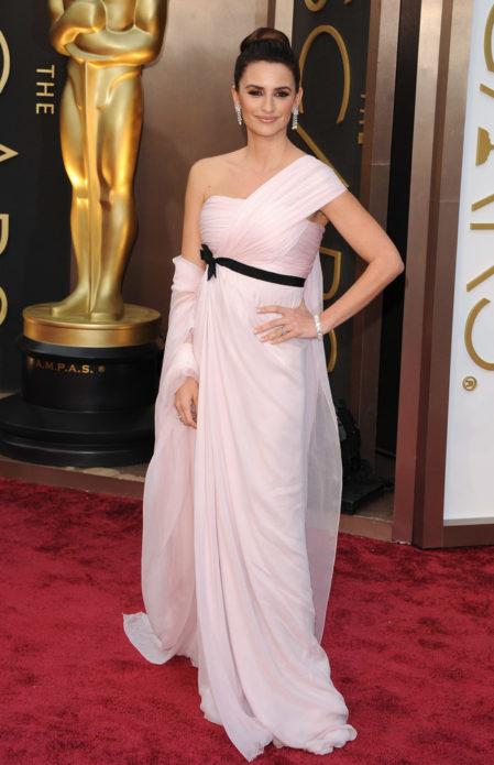 Пенелопа Крус в розовом платье
