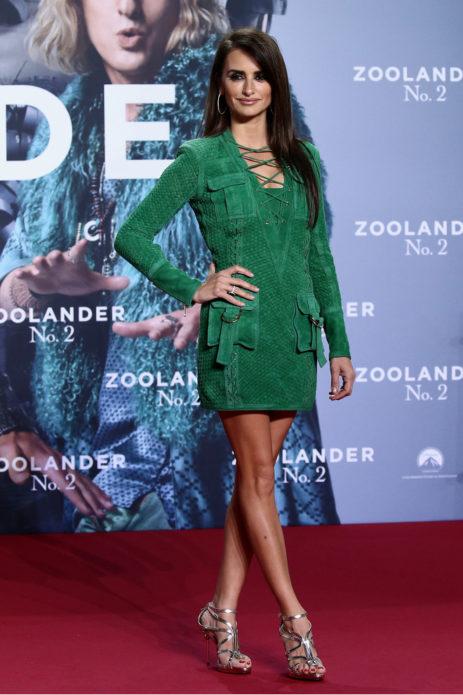 Пенелопа Крус в коротком зелёном платье