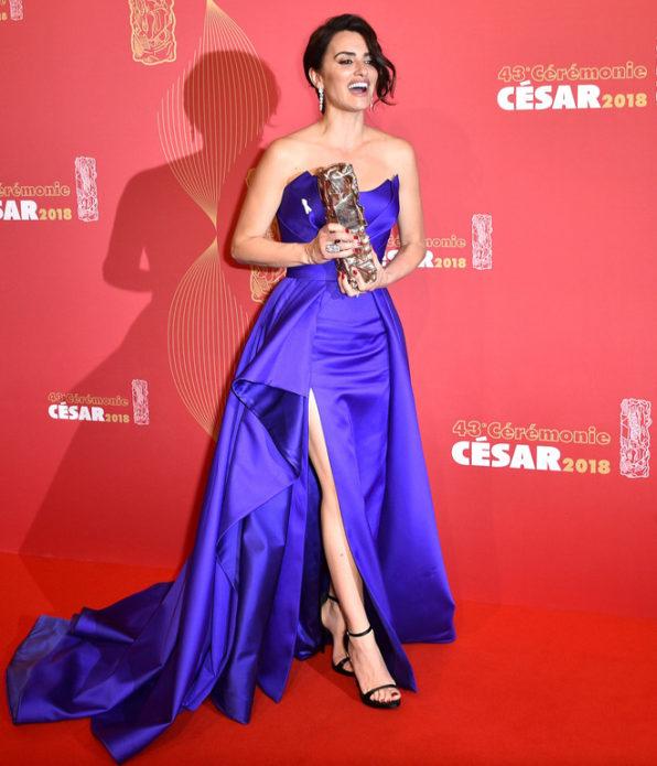 Пенелопа Крус в синем платье