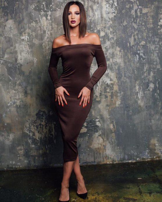 Ольга Бузова в коричневом платье
