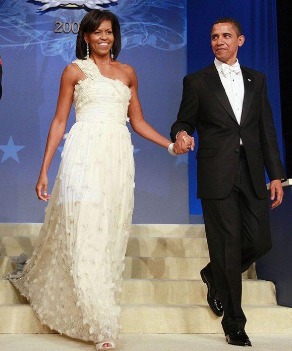 Мишель Обама в белом платье