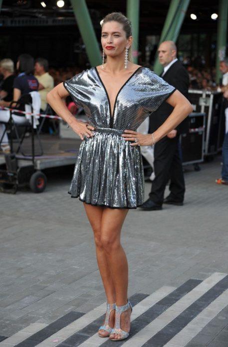Вера Брежнева в коротком блестящем платье
