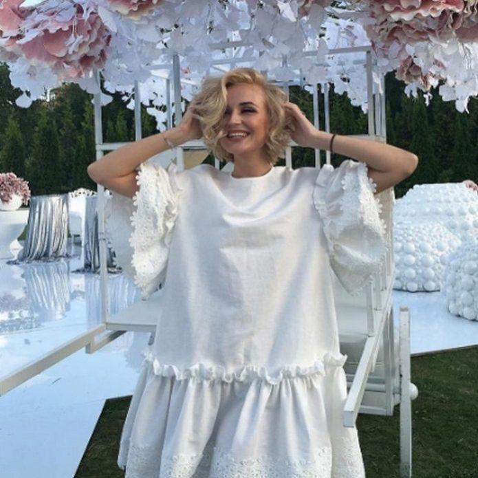 Полина Гагарина в белом платье