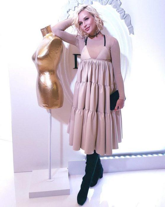 Полина Гагарина в розовом платье