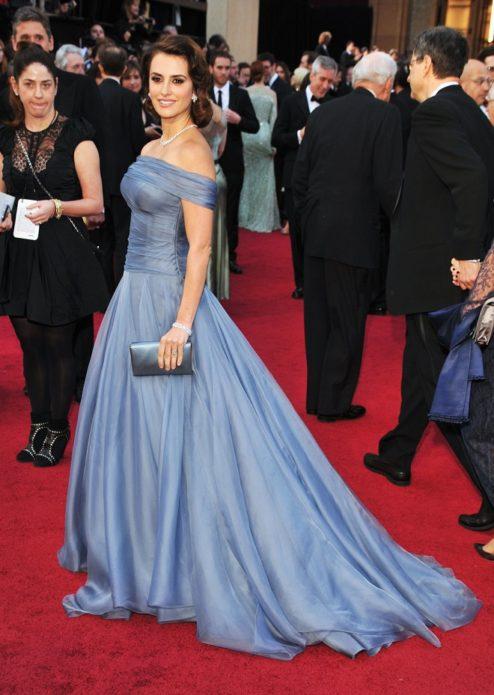 Пенелопа Крус в голубом платье
