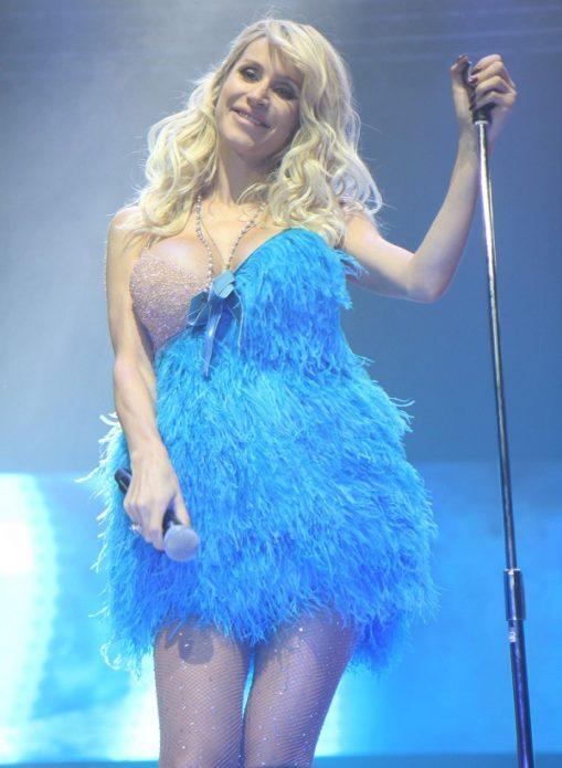 Светлана Лобода в коротком голубом платье
