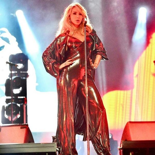 Светлана Лобода в блестящем костюме