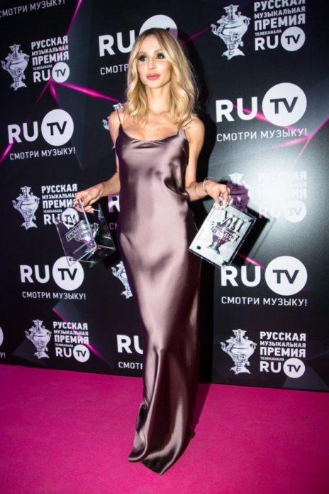 Светлана Лобода в шёлковом платье