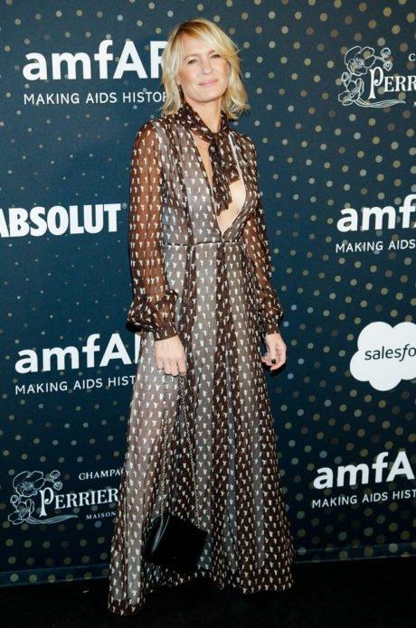 Робин Райт в откровенном платье
