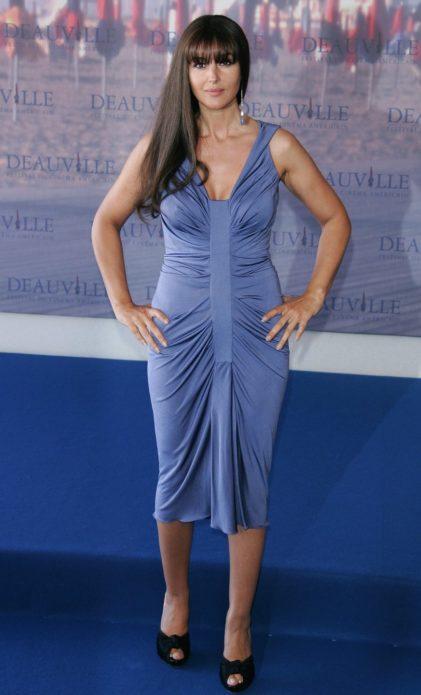 Моника в платье с драпировкой