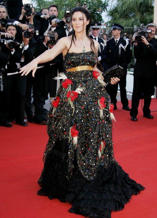 Моника В Каннах в пышном платье