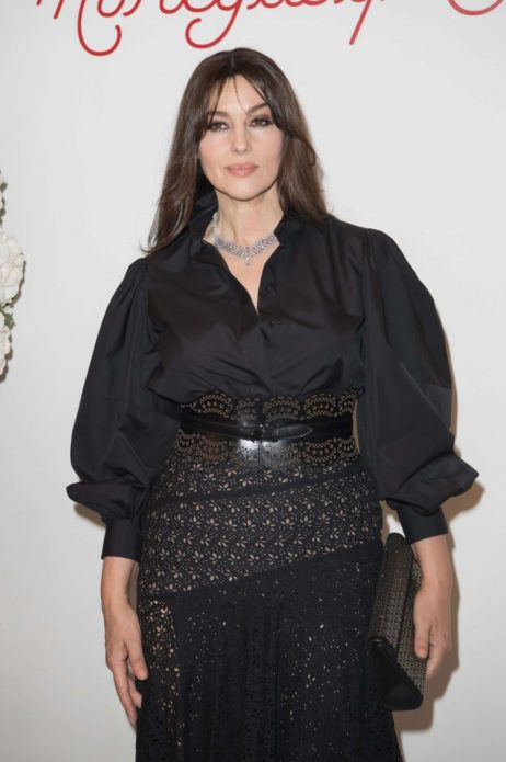 Моника в чёрном многослойном платье Моника в чёрном многослойном платье 11а