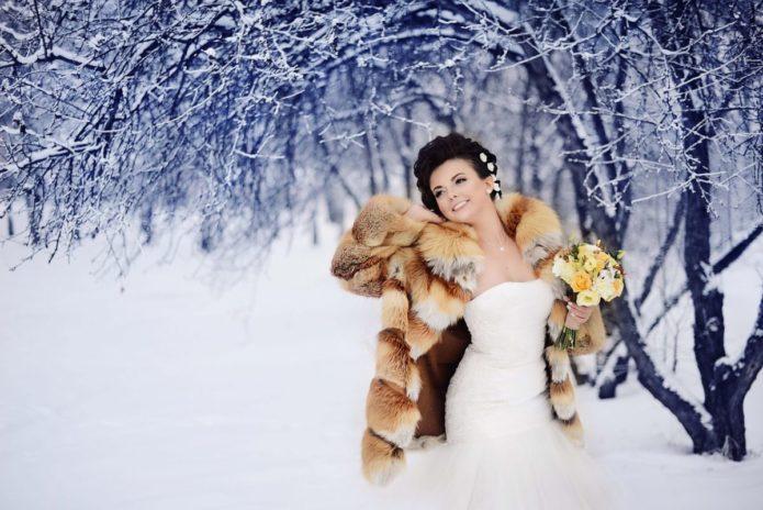 Свадебная шубка не обязательно должна быть белой