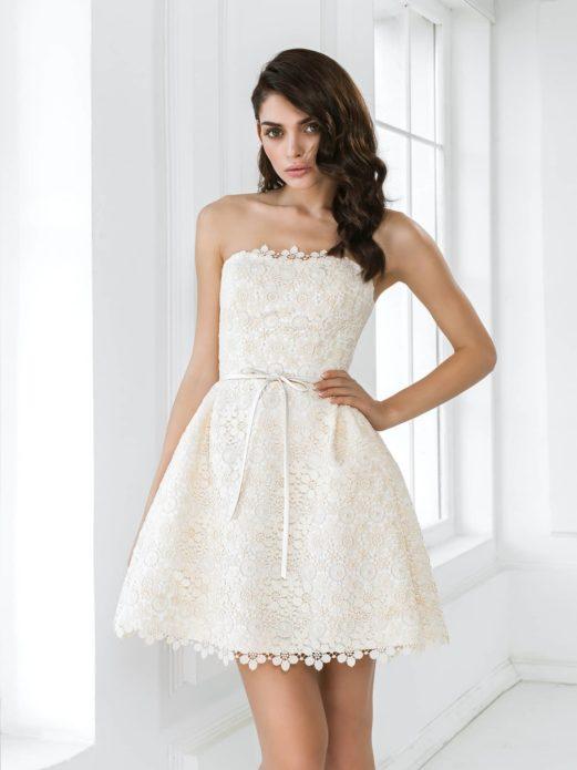 Скромное платье пленяет своей нежностью