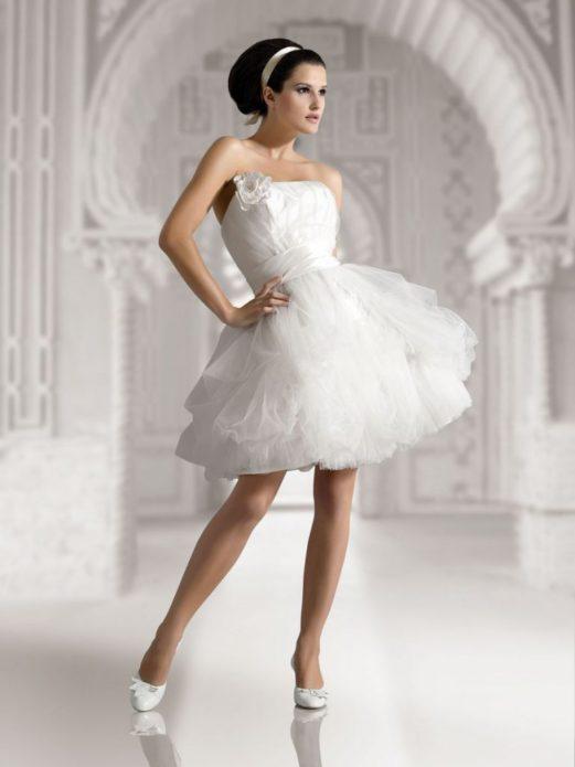 Короткое платье может быть пышным