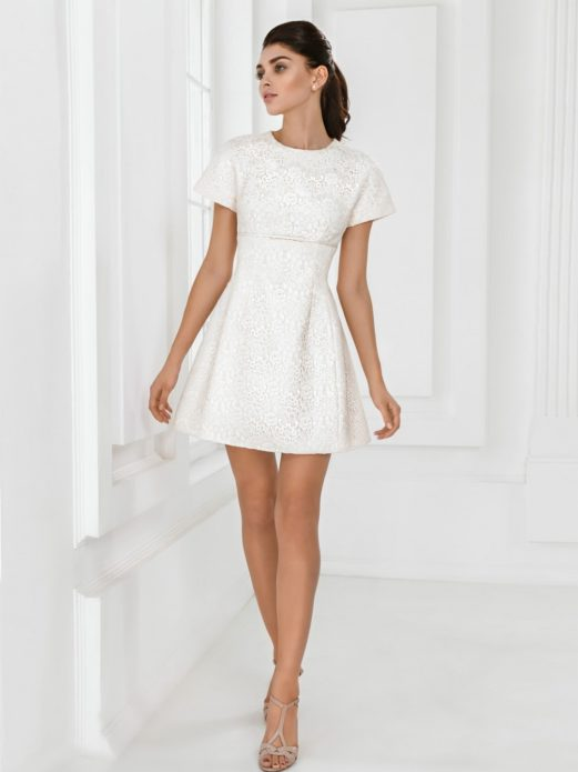 Простое и элегантное платье