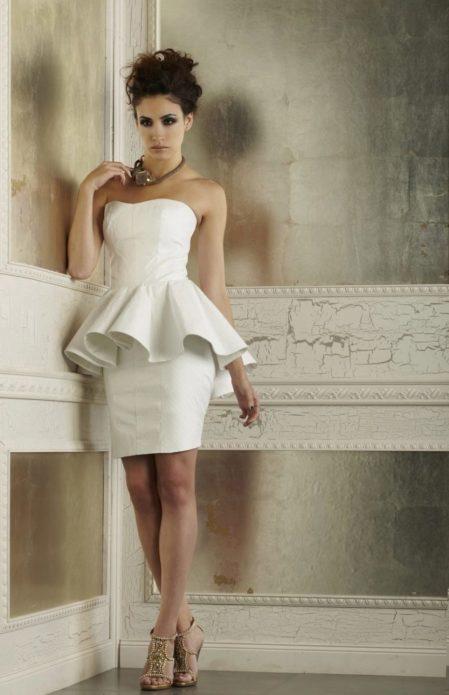 Эффектная модель для роскошной невесты