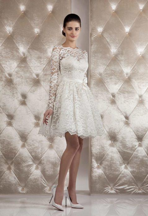 Кружевное платье с атласным поясом