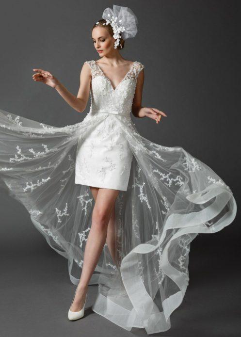 Короткое платье с воздушной длинной верхней юбкой