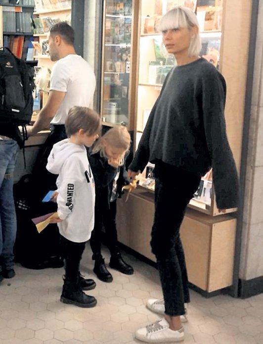 Дмитрий Шепелев и Екатерина Тулупова пришли на выставку с детьми