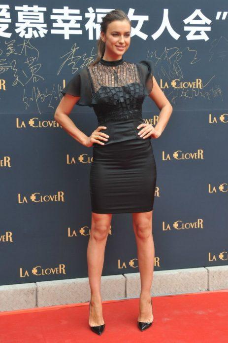 Ирина в маленьком чёрном платье