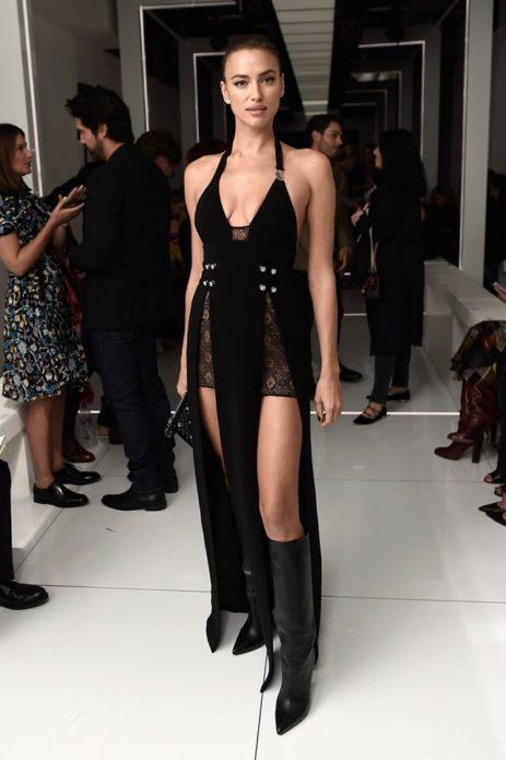 Ирина в платье с глубоким декольте