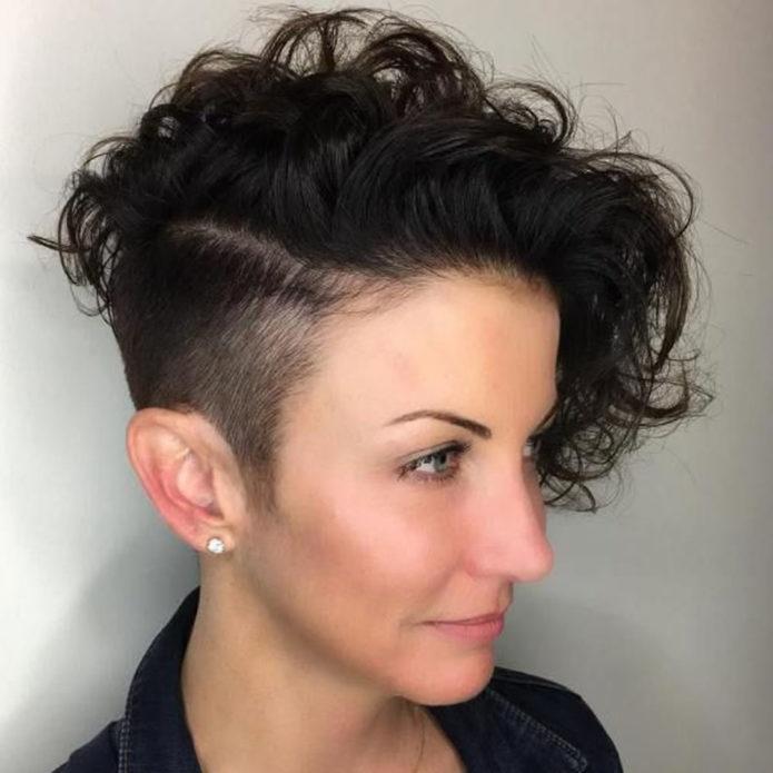 Причёска с вьющимися волосами