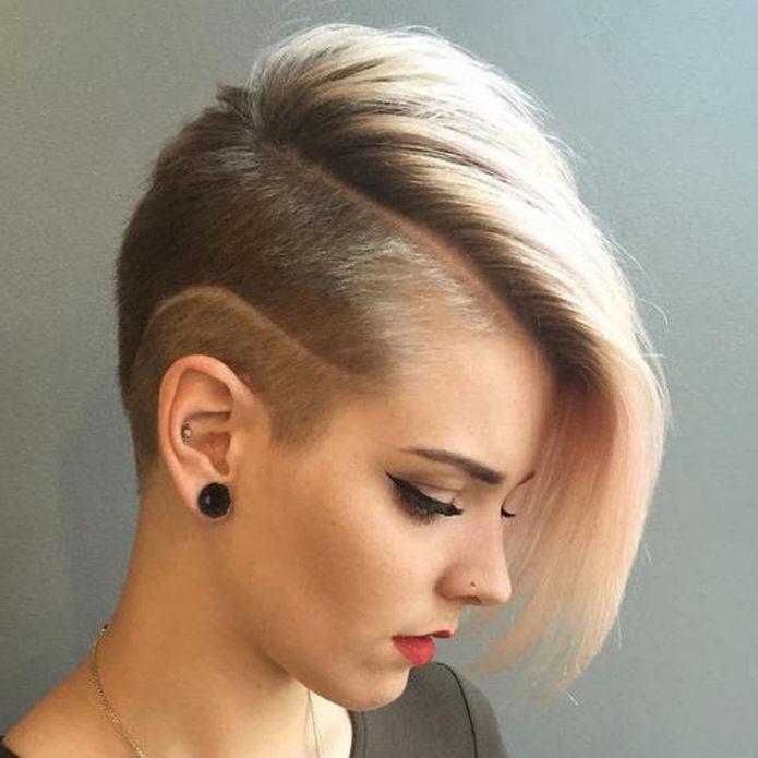 Традиционный вариант стрижки на прямые волосы