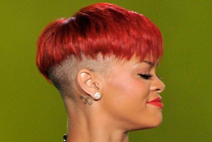 Яркий и необычный вариант причёски