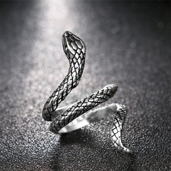 Украшения со змеями