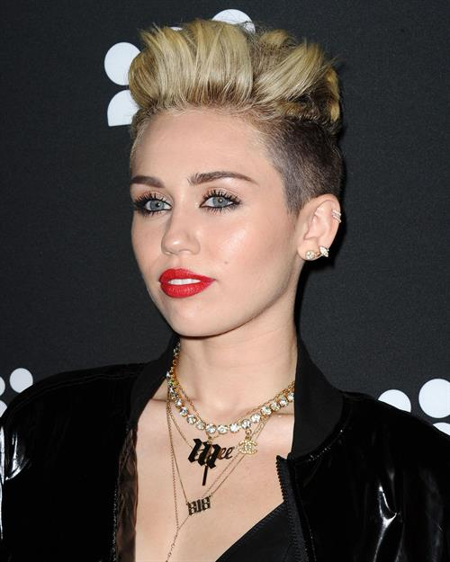 Популярная причёска среди звёзд